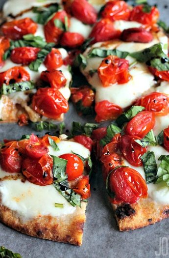 Caprese Flatbread #pizzafan #caprese #balsamicreduction