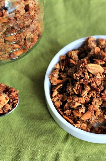 Homemade Almond Vanilla Granola #breakfast #granola #homemade #snack