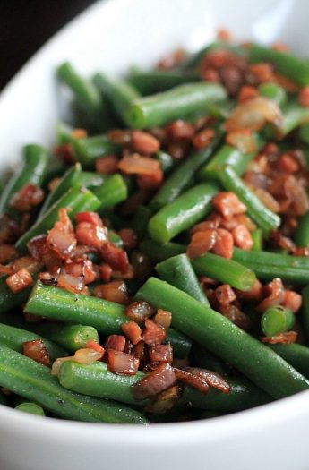 Green Beans with pancetta & red onion #greenbeans #casserole #pancetta #healthysidedishes