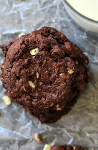 Mint Dark Chocolate Chip Cookies #christmascookies #darkchocolate #mint #cookies #recipes