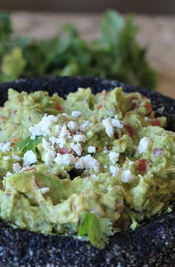 Spicy Roasted Tomato Guacamole #guacamole #appetizers #starter #spicy #roastedtomato #avocado #superbowl #mexicanfood