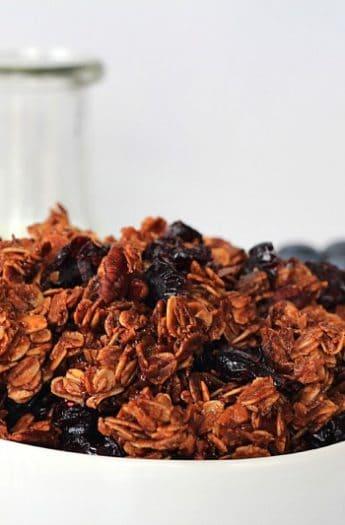 Coconut Blueberry Pecan Granola #healthybreakfast #granola #blueberry #coconut #pecan