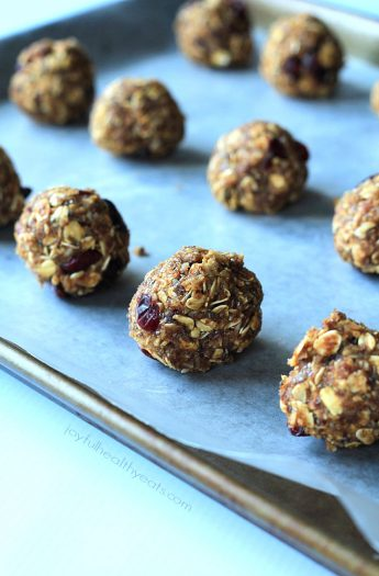 A healthy nutrient packed snack filled with fall flavors, No Bake Pumpkin Spice Energy Bites. | www.joyfulhealthyeats.com #ad #bh #fall #healthy #pumpkin
