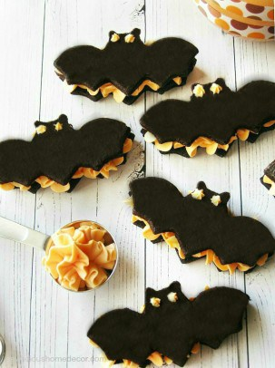 Bat-Black-Velvet-Oreo-Cream-Cookie