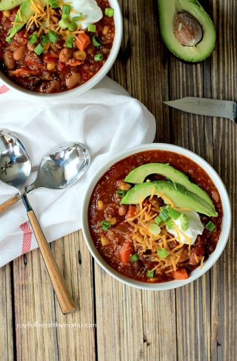 A hearty Quinoa Vegetarian Chili cooked to perfection in the Crock Pot, this soup recipe just screams fall comfort food! |www.joyfulhealthyeats.com #freezerfriendly #easyrecipes