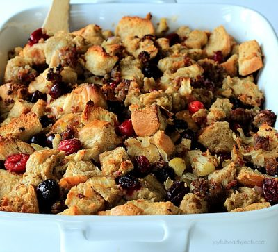 Every want to change up your Stuffing recipe in the most incredible way ever! Cranberry Maple Stuffing with Jones Sausage   www.joyfulhealthyeats.com #thankgiving #holiday #ad