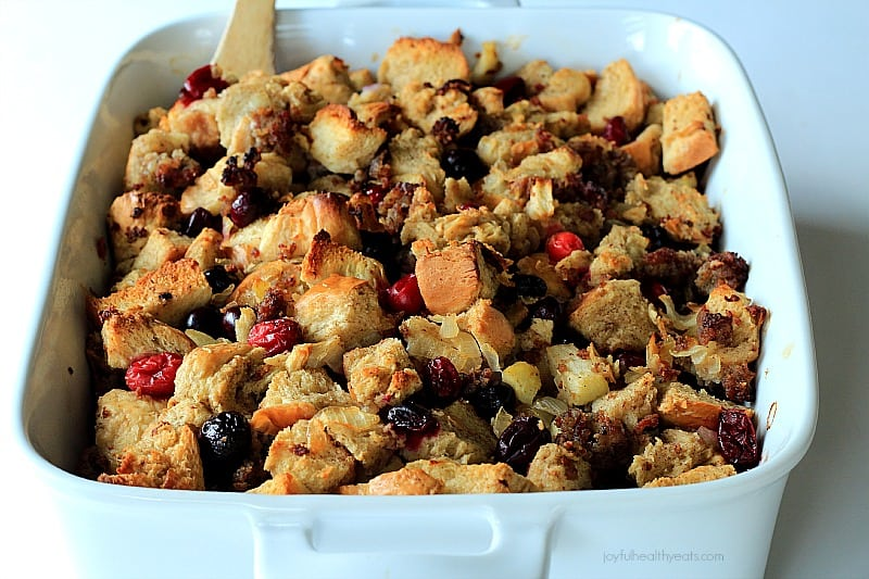 Every want to change up your Stuffing recipe in the most incredible way ever! Cranberry Maple Stuffing with Jones Sausage | www.joyfulhealthyeats.com #thankgiving #holiday #ad
