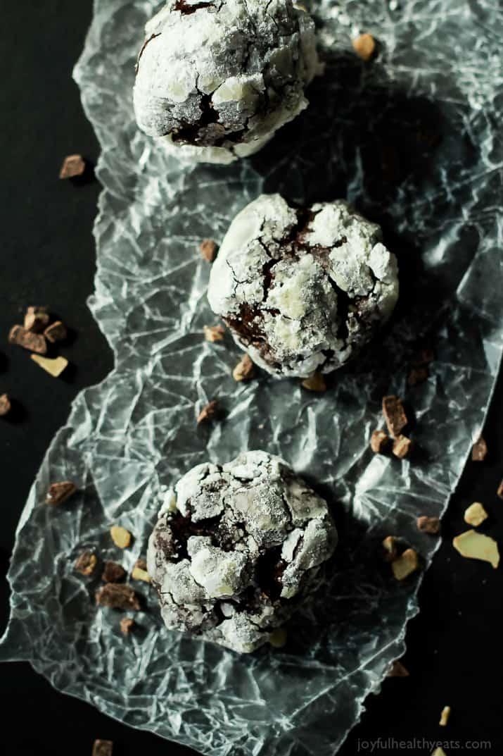 Fresh mint flavor mixed with rich dark chocolate make this the BEST Chocolate Crackle Cookie ever and perfect for the holidays. | www.joyfulhealthyeats.com