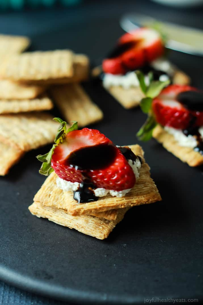 Easy-Strawberry-Goat-Cheese-Bites-with-Balsamic-Reduction-1-4.jpg