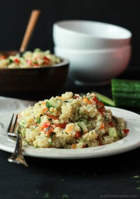 Quinoa Tabbouleh Salad an easy salad recipe that's done in 20 minutes; filled with fresh mint and parsley, fresh vegetables, and lemon juice. Light and low calorie, perfect for the summer! | joyfulhealthyeats.com #recipes #glutenfree Easy Dinner Recipes