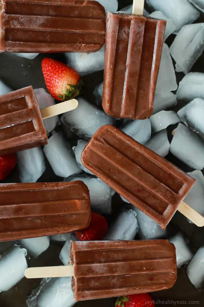 Healthy sugar free and dairy free Chocolate Banana Split Popsicles made with only 5 ingredients! A perfect dessert treat to cool you down this summer! | joyfulhealthyeats.com #glutenfree #cleaneating #sugarfree Easy Healthy Recipes