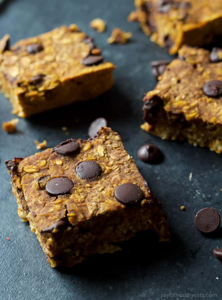 A Skinny Chocolate Chip Pumpkin Bars Recipe, filled with fall spices, pumpkin puree, oats, and dark chocolate! ALL only 107 calories a serving! | joyfulhealthyeats.com #recipes