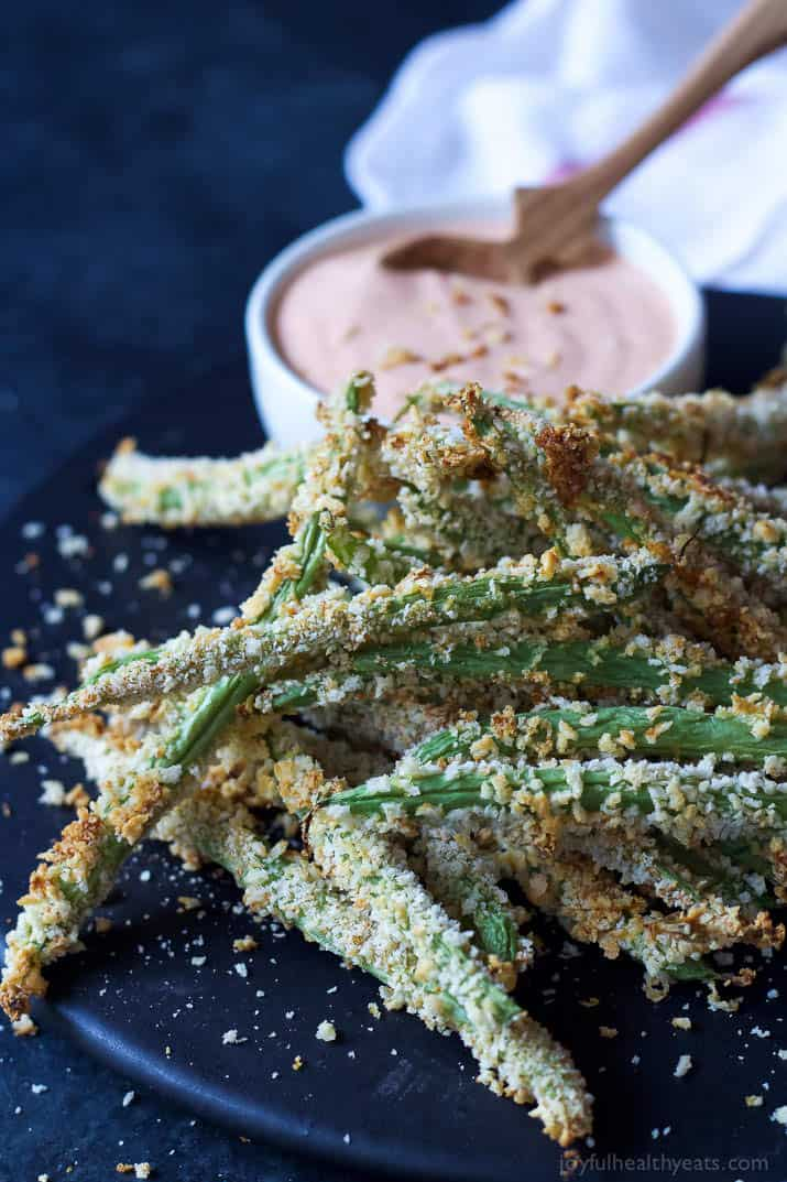 These Crispy Baked Green Bean Fries take only 15 minutes to make and are served with an incredible Creamy Sriracha Sauce for dipping! They are WAY better than regular fries and healthier for you too! | joyfulhealthyeats.com