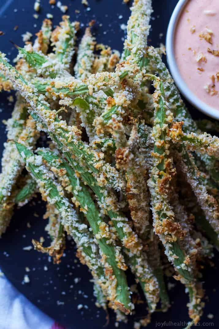 Crispy baked green bean fries with creamy sriracha sauce easy these crispy baked green bean fries take only 15 minutes to make and are served with forumfinder