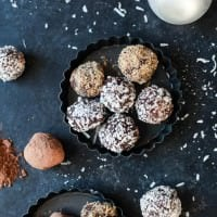 4 Ingredient Decadent Healthy Chocolate Truffles - an easy to make dessert that's rich, delicious and the perfect chocolate kick you need this holiday season! Who needs Godiva, make your own truffles! | joyfulhealthyeats.com