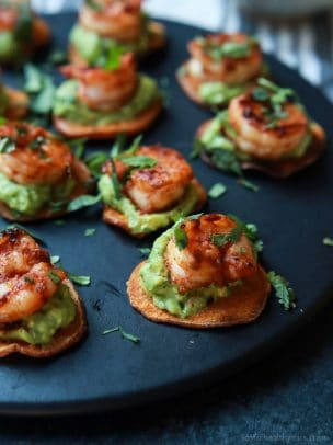 Cajun Shrimp Guacamole Bites, the perfect appetizer for your next game day party! Creamy, spicy, healthy, paleo, and delicious! | joyfulhealthyeats.com Easy Healthy Recipes