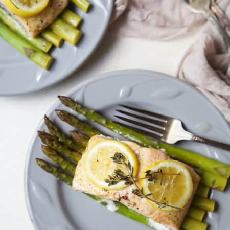 Citrus Asparagus & Salmon in Foil - so easy to make, loaded with roasted garlic and citrus flavor, plus clean up is a breeze! Dinner has never been easier!   joyfulhealthyeats.com #paleo #glutenfree