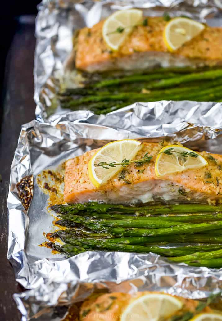 baked salmon with asparagus in a foil packet