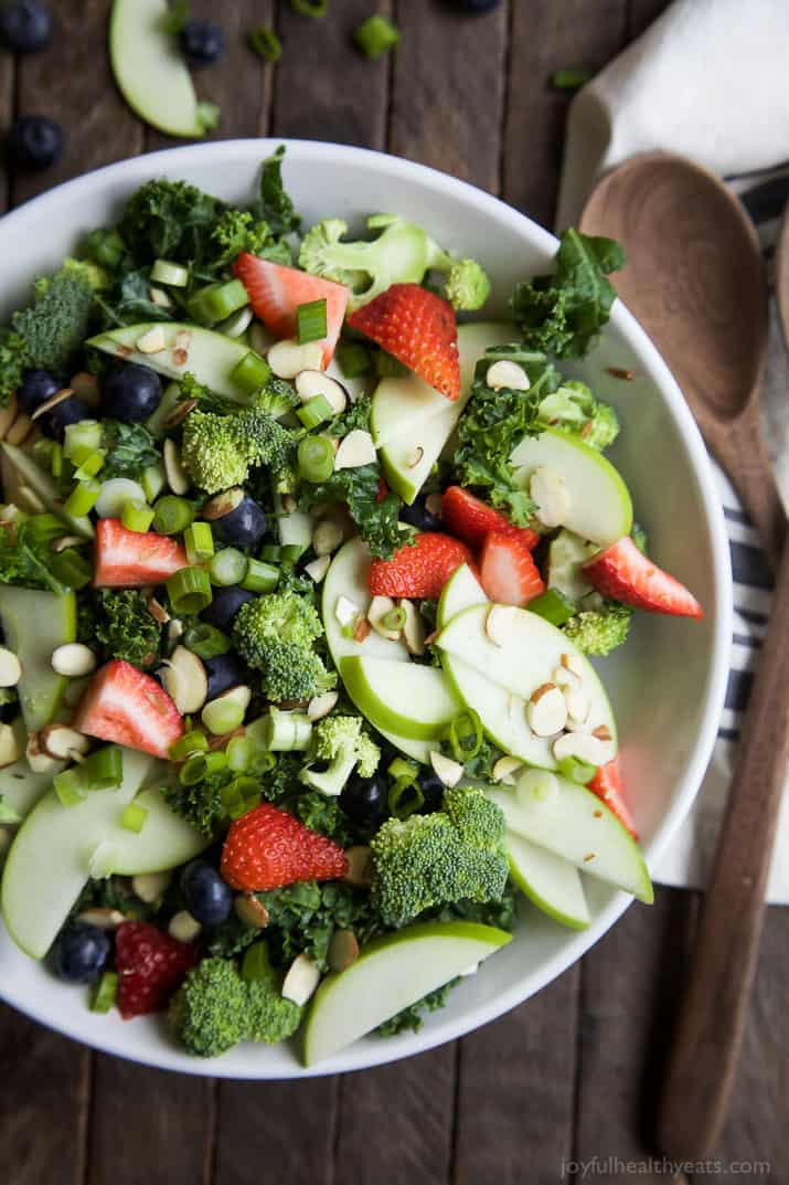 Summer detox salad with citrus basil vinaigrette easy healthy recipes a super healthy detox summer salad filled with kale broccoli fresh berries and forumfinder