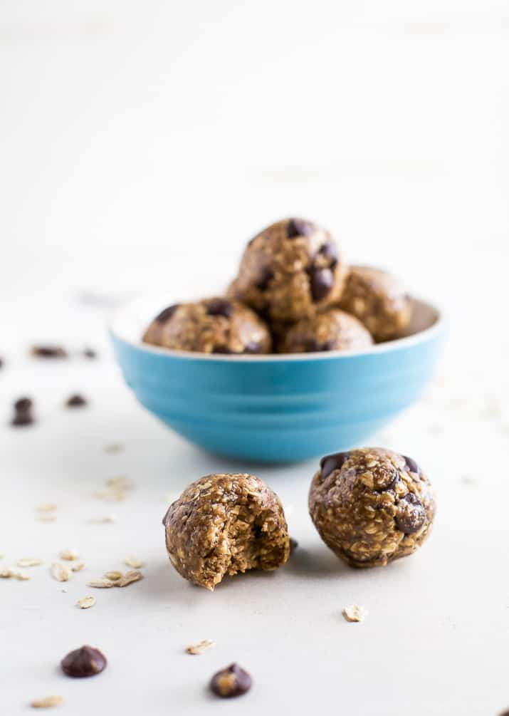 These Simple No Bake Chocolate Peanut Butter Energy Balls make the perfect snack, breakfast, or even dessert! They're packed with protein and taste like a Peanut Butter Cookie! | joyfulhealthyeats.com