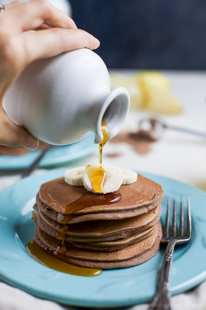 Maximize your breakfast with these Protein Chocolate Pancakes that have a whooping 19 grams of protein per serving. These pancakes are the perfect way to start off the day! | joyfulhealthyeats.com #healthy #ad #breakfast @burtsbees