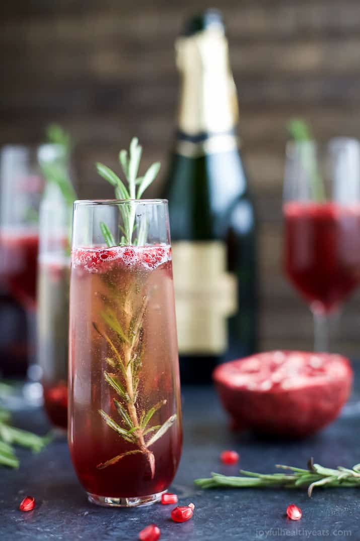 Pomegranate Mimosas | 21 Easy Brunch Cocktails For Your Weekend Party With Your Girlfriends