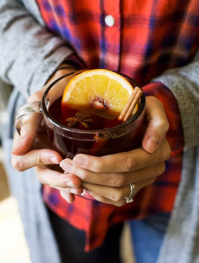 Holiday Spiced Mulled Wine, an easy party cocktail that will please a crowd. This Mulled Wine is perfect for any Holiday Party and sure to warm you up from head to toe! | joyfulhealthyeats.com