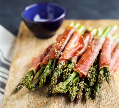 Prosciutto Wrapped Asparagus - one of the easiest recipes you'll make using just two ingredients! Perfect for an appetizer, snack, or side dish for the holidays! | joyfulhealthyeats.com #glutenfree