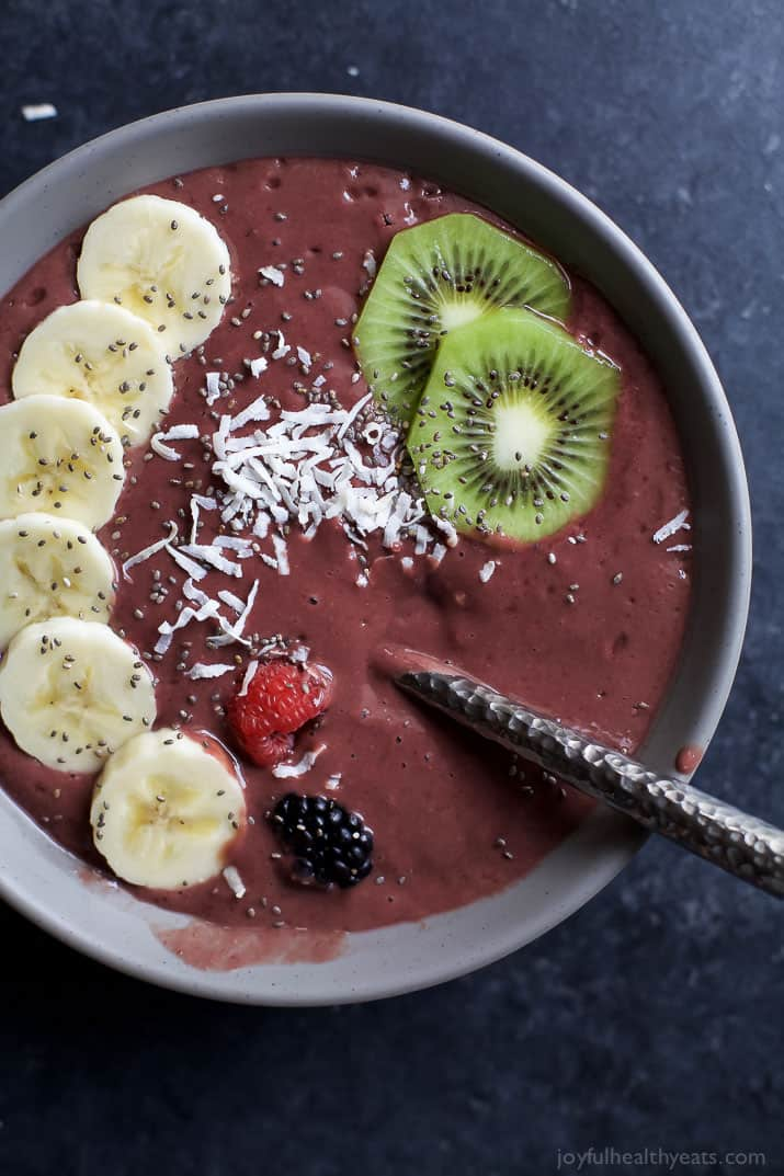 BANANA BERRY SMOOTHIE BOWL with sliced bananas, kiwi, berries, and shredded coconut
