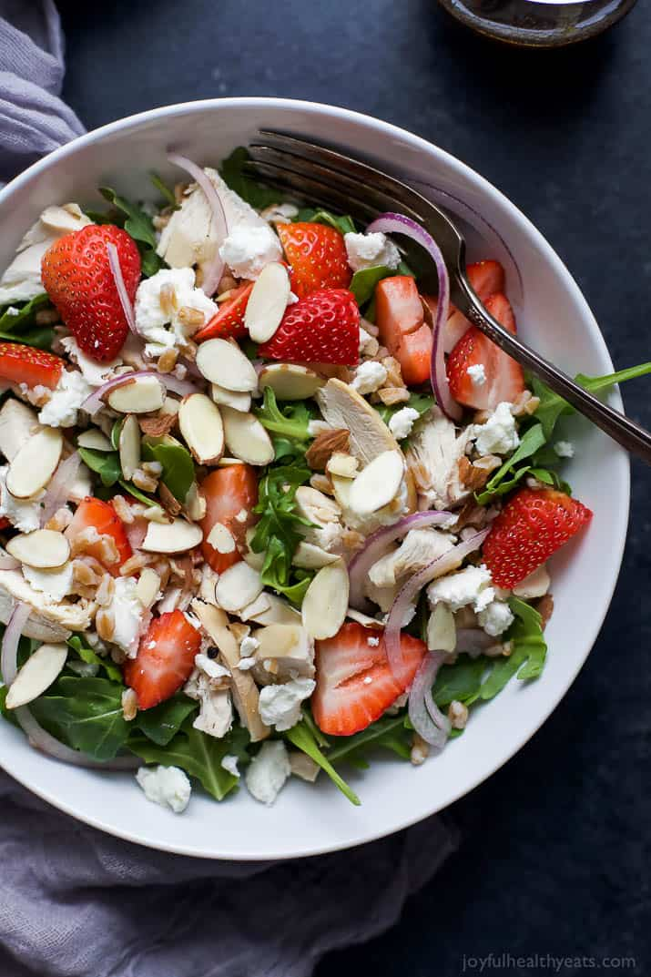 Fresh ingredients make this FARRO ARUGULA STRAWBERRY CHICKEN SALAD shine. A super simple salad to throw together for lunch or dinner that's friendly on the waistline! | joyfulhealthyeats.com