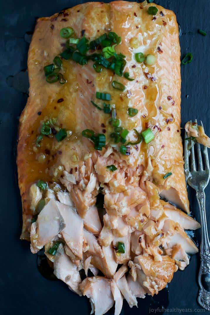 An easy SWEET CHILI BAKED SALMON recipe that's high in protein, low in calories, and only takes 30 minutes to make! | joyfulhealthyeats.com