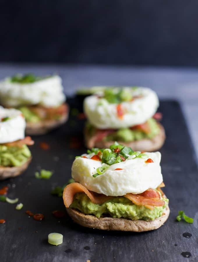"Easy 15 minute BACON AVOCADO EGG WHITE BREAKFAST SANDWICH, an easy ""power"" breakfast with 15 grams of protein per serving. | joyfulhealthyeats.com | #ad | breakfast recipes |"