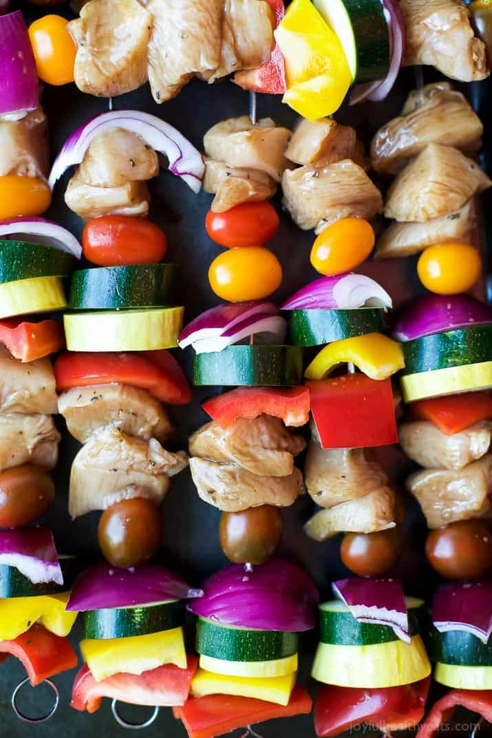 Summer Grilling is on ya'll! And these GRILLED BALSAMIC CHICKEN KABOBS should be first on your hit list! A healthy paleo grilling recipe only 251 calories a serving!