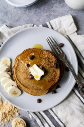 flourless peanut chocolate chip pancakes