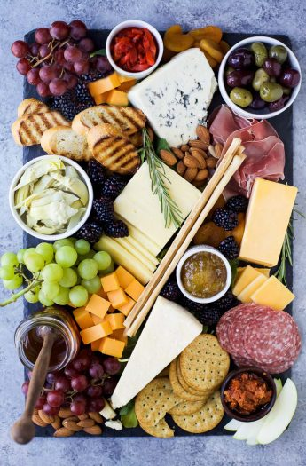 How to Make the Ultimate Cheese Board and which wines to pair it with! This appetizer recipe is easy to make and definitely a show stopper! | #ad #UndeniablyDairy