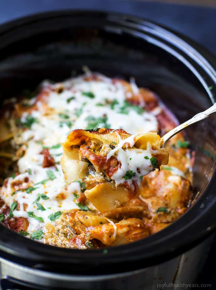 Crock Pot Turkey Spinach Stuffed Shells, stuffed shells haven't been easier. Jumbo Shells stuffed with ricotta, spinach, ground turkey and Italian herbs all made into one delicious cheesy meal your family will love!