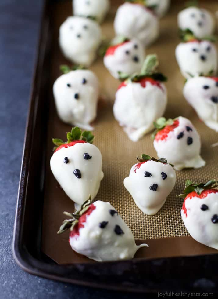 Fun Festive Chocolate Covered Strawberry Ghosts - perfect for a healthy spooky treat this Halloween season!