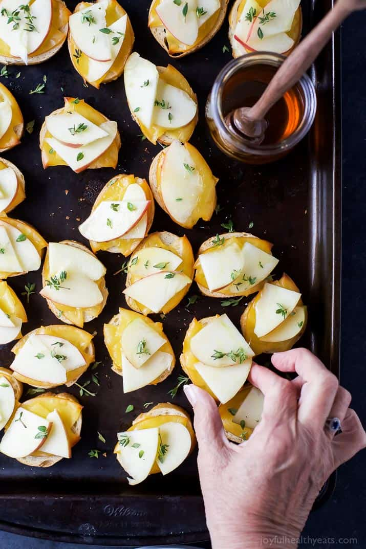 Smoked Gouda & Apple Crostini drizzled with Honey - an easy holiday appetizer with only 5 ingredients! This crostini hits all the high notes - sweet, salty, savory and crunchy! (and freakin delicious)