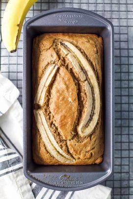 the best healthy banana bread in a loaf pan