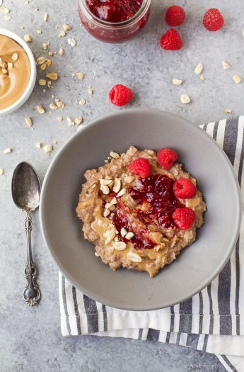 A healthy Peanut Butter & Jelly Oatmeal Recipe that creamy, delicious, high in protein and fiber and takes less than 15 minutes to make! You'll be making this for breakfast every morning after you try it!