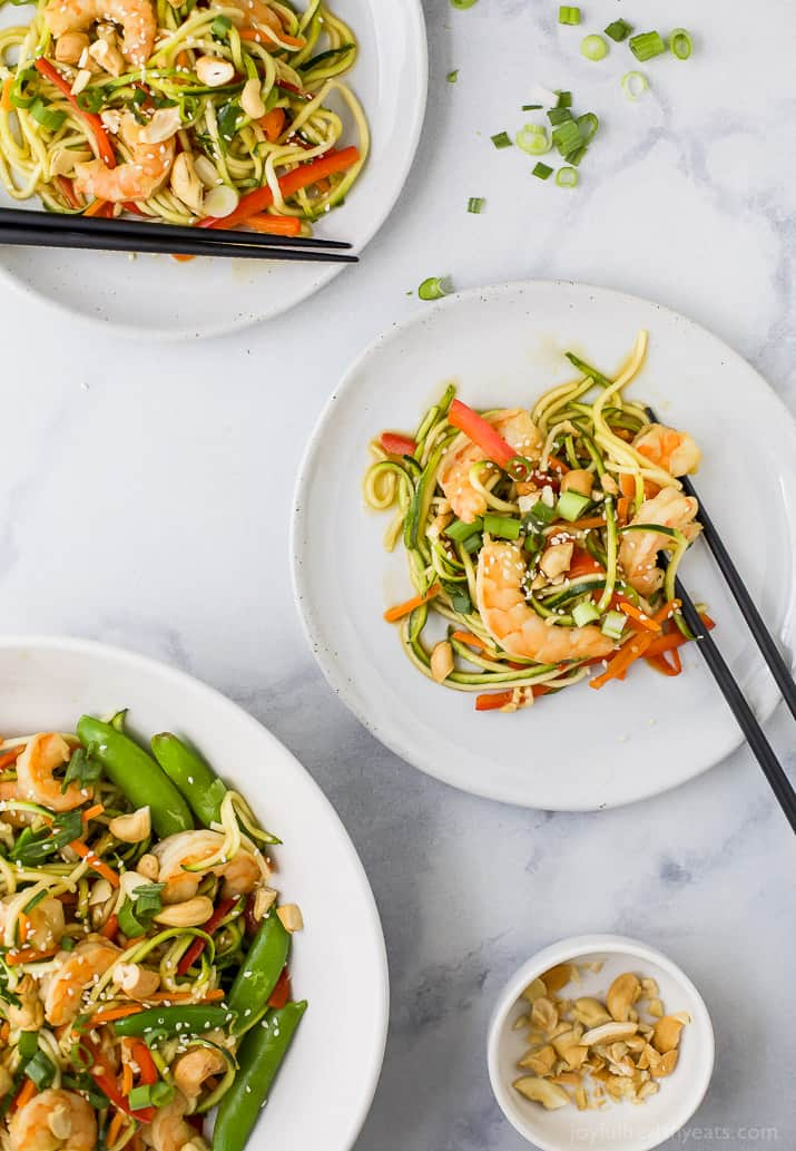 25 Minute Light & Easy Shrimp Stir Fry with Zucchini Noodles a healthy high protein low carb dinner your family will love! #glutenfree