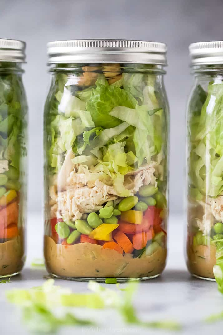 close up of thai chicken mason jar salad with spicy peanut dressing